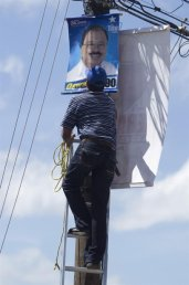 Los activistas hasta arriesgan su vida en los téndidos eléctricos. Foto Tomada de Yahoo fotos
